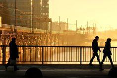 Montag, 17.11., 8:11 Uhr – Friedrichshain, Jannowitzbrücke: Schattenspiele auf der Brücke. © Jörg Fockenberg | Mit Vergnügen | Big in Berlin