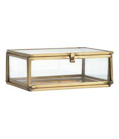 Behälter aus Klarglas und Metall mit einem Boden aus patiniertem Spiegelglas. Größe 5x10,5x13 cm.
