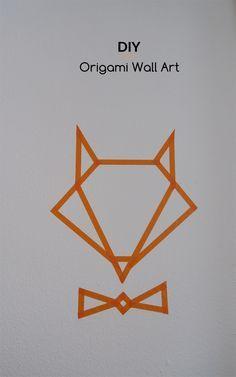 Le DIY du jour : un renard façon origami réalisé avec du WashiTape orange pour personnaliser une chambre d'enfant ! Faites le plein de bonnes idées sur notre tableau Pinterest Masking Tape déco https://fr.pinterest.com/bonjourbibiche/masking-tape-d%C3%A9co/ #inspiration #décoration #bonjourbibiche