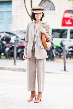 Paris Fashion Week Street Style: Day Menswear inspired outfit for women with baker boy hat Estilo Casual Chic, Casual Chic Style, Beige Outfit, Hippy Chic, Curvy Women Fashion, Street Style Women, Ideias Fashion, Fashion Outfits, Clothes For Women