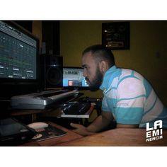 Via Instagram LAEMINENCIAreal Quiero darle las gracias a todos los que me siguen por aquí... porque no he tenido que comprarlos en un paquete de followers falsos ni pagar para tenerlos aquí somos poquitos pero de VERDAD buenas noches! Gracias. A trabajar ahora @laqadramusic #DondeSiSeHaceMusic #studioflow #estudiodegrabacion #LaEminencia . . . . . . . .  #productormusical  #protools #flstudio #dembow #reggaeton #musicaurbana  #beats #producer #fruityloops #tw