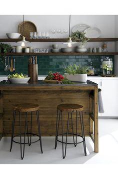 25 Contrasting Kitchen Island Ideas For A Statement - Küche - Home Sweet Home Deco Design, Küchen Design, House Design, Design Ideas, Design Trends, Kitchen Interior, New Kitchen, Kitchen Dining, Kitchen White