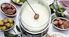 Opskrifter på ostefondue med langtidshævede løg-bacon boller...