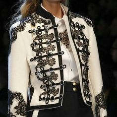 Womens Fashion - The complete Dolce & Gabbana Fall 2016 Ready-to-Wear fashion show now on Vogue Runway. Couture Fashion, Runway Fashion, High Fashion, Winter Fashion, Fashion Show, Womens Fashion, Milan Fashion, Fashion Spring, Fashion Fashion