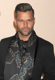 Ricky Martin Short Quiff, Latin Men, Photography Poses For Men, Famous Singers, Real Style, Celebs, Celebrities, Mens Clothing Styles, Gorgeous Men