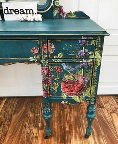 """Es increíble la vida que se le puede dar a un mueble incluso cuando pensamos que ya no la tiene! ・・・ You know that gif of Kermit the frog where his arms are all wavy and he's going """"AAAAAAHHH! Well that's us right now! Wonderland Park, Iron Orchid Designs, Chalk Paint Furniture, Sewing Table, Diy Box, Painted Doors, Diy Wall Art, Repurposed Furniture, Furniture Makeover"""