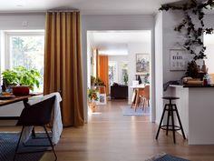 Stor och öppen planlösning. Mirror, Furniture, Home Decor, Decoration Home, Room Decor, Mirrors, Home Furnishings, Home Interior Design, Home Decoration