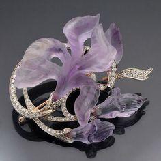 A flower for you Art Nouveau Faberge iris pendant brooch, amethyst and diamonds Bijoux Art Nouveau, Art Nouveau Jewelry, Jewelry Art, Vintage Jewelry, Fine Jewelry, Jewellery Box, Jewellery Shops, Snake Jewelry, Emerald Jewelry