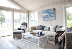 Keltainen talo rannalla: Norjalaisia koteja
