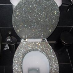 This has a name that starts with glitter and ends with something that goes in the toilet. Rather not say hahahahaha. A glitter toilet! Glitter Toilet Seat, Future House, My House, Grant House, House Inside, Toilette Design, Wc Sitz, Home And Deco, My New Room