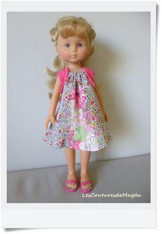 Vous avez un petit instant devant vous, une envie de coudre un vêtement de poupée, simple et rapide? Je vous propose de coudre une robe-tunique qui s'adapte facilement aux poupées de taille 3…