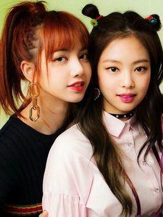 Lisa and Jenny of Blackpink. Kim Jennie, Jenny Kim, Kpop Girl Groups, Korean Girl Groups, Kpop Girls, Oppa Gangnam Style, Rapper, Black Pink Kpop, Kim Jisoo