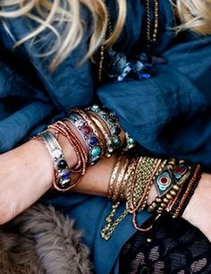 spring and summer jewelry: boho chic styles for festival styled accessories and jewels. Friendship bracelets and arm candy. Hippie Style, Mode Hippie, Ethno Style, Gypsy Style, Boho Gypsy, Bohemian Jewelry, Bohemian Style, Hippie Boho, Bohemian Fashion