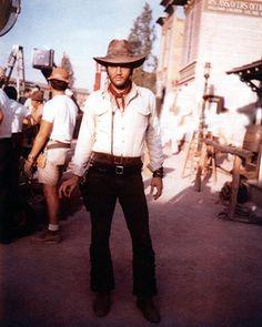 Elvis Presley Old, Elvis Presley Movies, Elvis Presley Photos, Lisa Marie Presley, Priscilla Presley, Clint Eastwood, Most Beautiful Man, Gorgeous Men, Sculptures