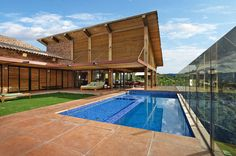 Mountain House in Brazil by David Guerra