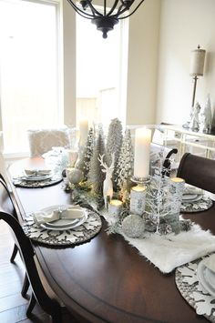 Winter Wonderland Tablescape – The Grace House - Christmas Home Decorations Christmas Dining Table, Dining Room Table Decor, Christmas Table Settings, Christmas Tablescapes, Decoration Table, Diy Table, Silver Christmas Decorations, Christmas Centerpieces, Winter Decorations