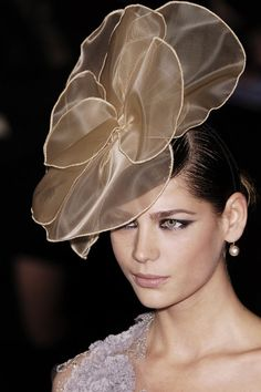 wired-petal flower fascinator - a perfect example of how to use the nybuck. #millinery #judithm #nybuck