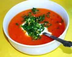 Makkelijke tomatensoep van gezeefde tomaten