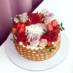 Beautiful Cakes, Amazing Cakes, Menu Saint Valentin, Mothers Day Desserts, Cake Lettering, Modern Cakes, Ice Cake, Baby Birthday Cakes, Berry Cake