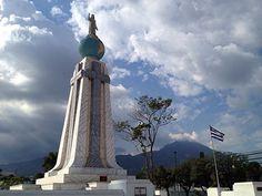 Monumento El Salvador del mundo ubicado en San Salvador.