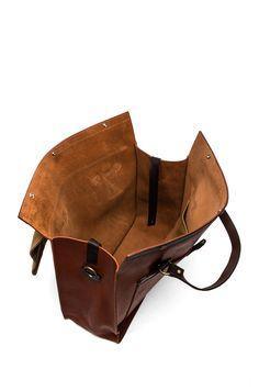 Filson Large Leather Tote em Cognac | REVOLVE