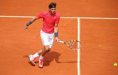 La finale de Roland Garros 2012 est reportée à lundi 11 juin dès 13 heures à cause de la pluie...  Rafael Nadal mène au compte de 6/4, 6/3, 2/6 .  Au moment de l'arrêt, le compte du 4e set était 2/1 en faveur de Novak Djokovic .  À suivre...  La finale de Roland Garros 2012 entre Rafael Nadal et Djokovic en direct sur le réseau télé des sports RDS (Montréal).  http://www.rds.ca/tennis/