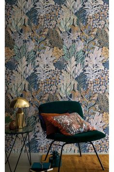 Summer is arriving and we need to get ready for it so, today PullCast is going to present you 6 impressive summer interior design trends for your home. Chinoiserie Wallpaper, Bold Wallpaper, Interior Wallpaper, Wallpaper Decor, Modern Wallpaper, Custom Wallpaper, Interior Design Trends, Interior Inspiration, Interior Decorating