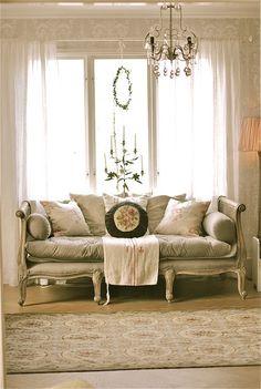 gorgeous settee