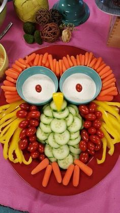 Owl vegetable tray. How funny. Food art with grape tomatoes, peppers, cucumbers and carrots shaping into an owl. You can do this!
