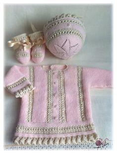 Y diréis ¿en que se basan para decir eso? ¡pues en la experiencia! es el modelo mas solicitado ¿Será por esa combinación tan ideal de la la... Crochet Girls, Crochet Baby Clothes, Crochet Hats, Tricot Baby, Play Clothing, Knitted Baby Blankets, Heirloom Sewing, Baby Knitting Patterns, Baby Wearing