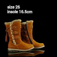 READY STOCK KIDS LEATHER BOOTS KODE : HAVANA LIGHT BROWN Boots Size 26 PRICE : Rp.205.000,- AVAILABLE SIZE : - Size 26 (insole 16,5cm)  Material : Full Leather (Genuine Leather/Kulit Asli),Sol karet lentur. Ringan dan nyaman sesuai utk anak 2thn.  Insole = panjang sol dalam. Ukurlah panjang telapak kaki anak, beri jarak minimal 1,5cm dari insole.  FOR ORDER : SMS/Whatsapp 087777111986 PIN BB 766A6420 Facebook : Mayorishop  #pusatsepatubootsanak #readystock #sisaekspor #originaleuropebrand…