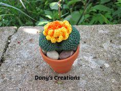 Buona sera!!! Ho creato la pianta sasso con il fiore giallo con pistilli arancioni.... Spero vi piaccia anche in questa versione ;-...