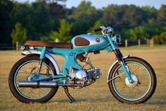 A man built this Honda in his apartment Simon Radomski's little Honda custom is immaculate. Quite remarkably, he built it in his Alabama apartment—with permission from his wife. Vintage Honda Motorcycles, Honda Bikes, Custom Motorcycles, Custom Bikes, Vintage Moped, Retro Bike, Custom Motorcycle Helmets, Motorcycle Bike, Women Motorcycle