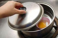 Houdt ie of houdt ie niet? Dat is meestal de hamvraag wanneer je een gepocheerd ei maakt. Dankzij deze drie trucjes bespaar je jezelf heel wat keukenstress!