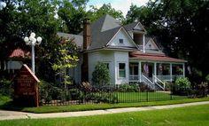 301 E Walker St, Jefferson, TX 75657