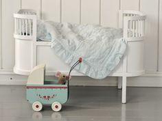 Dynamisk Salong: Stemningsrapport fra et babyhjem.