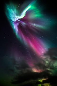 # Space : surreal # aurora borealis in # IJsland . # GoodMorning ! https: // www. flickr.com/photos/greenzo wie / 10280792484 / ... door Greenzowie