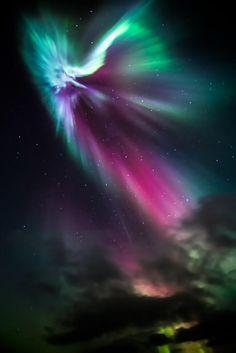 # Space : surreal # aurora borealis in # IJsland . # GoodMorning ! https: // www. flickr.com/photos/greenzo wie / 10280792484 / ... door Greenzowie