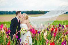 a wedding shoot in the colourful fields of Angermund / Düsseldorf