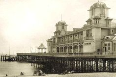 Victorian I like this photo as it shows the pier many years ago. I may try to replicate this shot to show what it looks like in 2012 Portsmouth England, School Places, Off The Map, Naval History, People Of Interest, Back In The Day, Victorian Era, Hampshire, Documentary