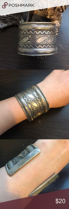 cuff bracelet Silver color cuff bracelet  Very pretty 🧐Signs of usage/tarnished🧐 Jewelry Bracelets