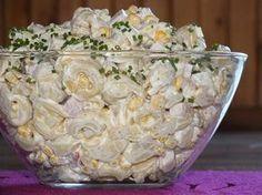 Pyszna i sycąca sałatka z makaronem nazywanym czasami ślimaczkami ;) czyli z makaronem tortellini. Ma ona fajny smak, nie jest słodka mimo, że jest tam ananas. Przepis na sałatka tortellini z szynką i ananasem. Appetizer Recipes, Salad Recipes, Healthy Recipes, Savory Pastry, Polish Recipes, I Foods, Food Porn, Food And Drink, Yummy Food