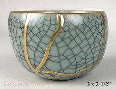 Buy Kintsugi / Kintsukuroi pottery gift for sale at our online gallery Japanese Bowls, Japanese Ceramics, Japanese Pottery, Kintsugi, Ceramic Pottery, Ceramic Art, Kitsch, Traditional Japanese Art, Art Japonais