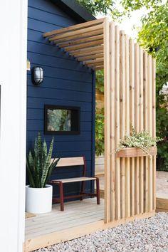 Backyard Patio, Backyard Landscaping, Landscaping Ideas, Modern Landscaping, Backyard Privacy, Backyard Cottage, Backyard Plants, Patio Bar, Backyard Fences