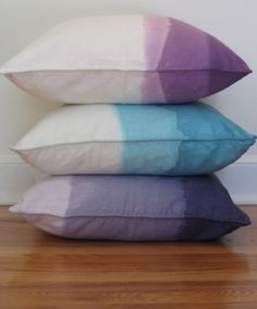 DIY Awesomeness by scurrier dip dyed pillows Crafty Craft, Crafting, Diy Ombre, Purple Ombre, Idee Diy, Diy Décoration, Textiles, My New Room, Diy Projects To Try