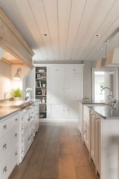 Kitchen designed by Sims Hilditch for Andover Hall.