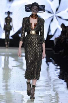 Retailers Praise Paris' Creativity, Excitement - Alexander McQueen RTW Spring 2013
