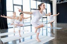 Bod Jung Čchuan: Odborníci říkají, že krátká denní masáž tohoto bodu zpomaluje stáří a může odvrátit nemoci na mnoho let - Strana 2 z 2 - EZY - Víme jak Ballet Skirt, Health, Fitness, Women, Stretching, Medicine, Tutu, Health Care, Stretching Exercises