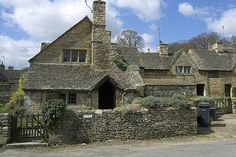 upper slaughter cottage by lutyens Edwardian Architecture, English Architecture, Residential Architecture, Art And Architecture, Architecture Details, Frank Lloyd Wright Homes, Arts And Crafts House, English Manor, Cottages