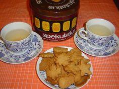 8_cukrovi-recepty-na-uzasne-cukrovi Tableware, Almond Cookies, Dinnerware, Tablewares, Dishes, Place Settings